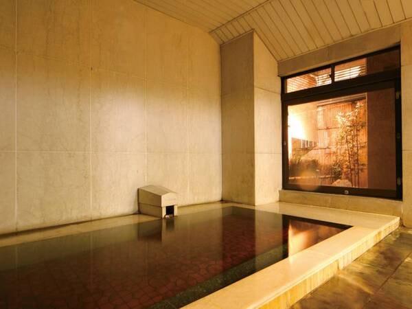 【ホテル談露館】観光の拠点として便利なJR甲府駅から徒歩8分の地に建つ、源泉100%かけ流しの温泉が自慢の老舗ホテル