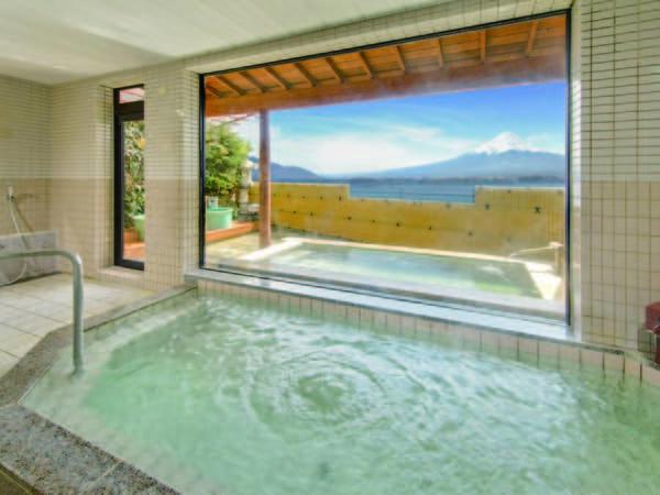 【サニーデリゾート<ホテル&湖畔別邸 千一景>】四季折々の富士山を正面に望む立地に佇むリゾートホテル