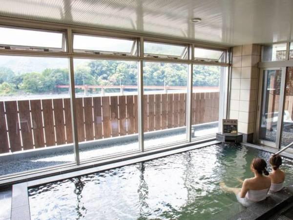 【大井川鐵道 川根温泉ホテル】SLが見える宿!どこか懐かしいSLの汽笛に癒されながら、くつろぎのひとときをお過ごしください。