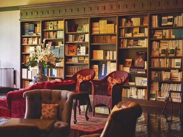 【Library Lounge】3万冊の書物に囲まれて安らぎの空間を
