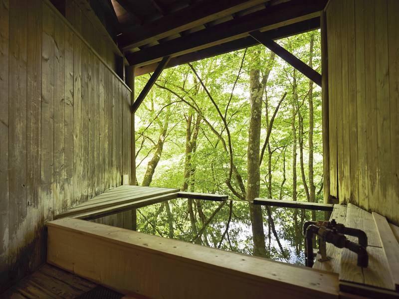 【貸切露天風呂/例】柔らかな香りに満ちた桧の湯でリラックス