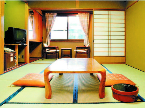 【客室/例】 築年数は重ねているが、清潔感あり