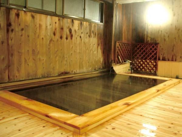 【旅の宿 初の湯】渋温泉の中心地九つ外湯巡りの一番湯・初湯の目の前に位置する家庭的なおもてなしと総檜風呂が自慢のお宿