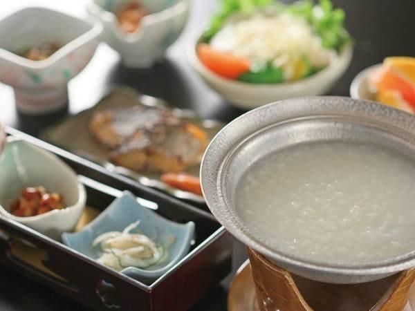 【朝食の温泉粥/例】温泉を使ったお粥。外と内から温泉を堪能