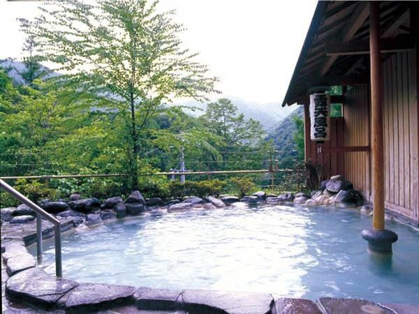 【白船グランドホテル】屈指の秘湯・白骨温泉。飲泉もできる名湯を身体の内と外両方から楽しめる旅館。標高1400mの露天風呂で四季を感じて、日々の喧騒を忘れてゆったりと