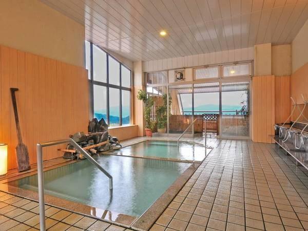 【大浴場「柔の湯」】景色を愉しむ源泉かけ流しの展望風呂