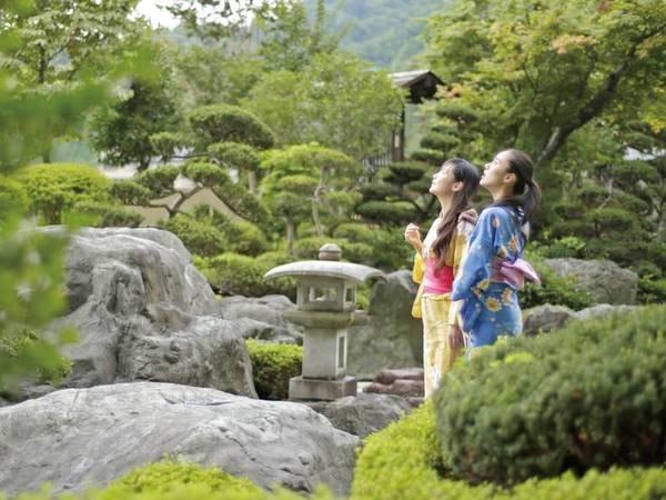 【庭園】自慢の中庭は散策もできる贅沢な空間