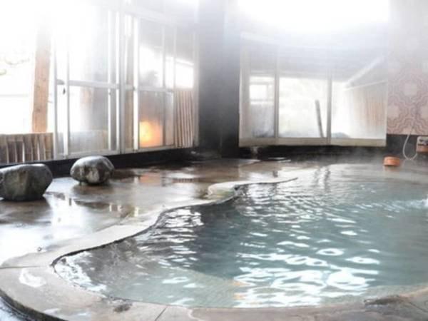 【香嶽楼】源泉100%かけ流しのお風呂や、地元素材が盛りだくさんのお料理が自慢の宿。