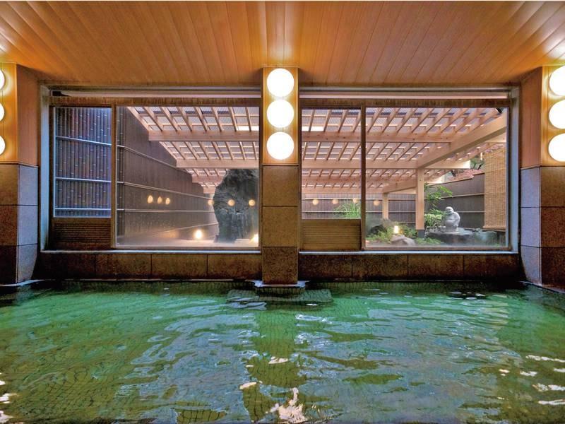 【大浴場】古くから肌がすべすべして、色白になれると言い伝えられ、「美人になれる温泉」として知られる