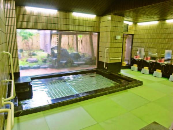 【大浴場】珍しい畳敷きの大浴場は滑りにくくお客様にも好評