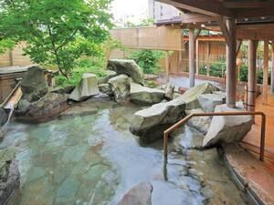 【季里の湯 女性専用岩風呂】お庭を眺めながら湯沢の四季を感じて