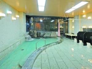 【若草の湯 男性風呂】開放感溢れる広い大理石風呂