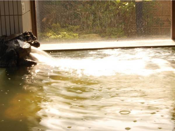 【ロイヤルホテル小林】日本海の旬の海の幸を堪能!オーシャンビューの客室と新鮮な日本海の幸に舌鼓。ゆこゆこ限定!紅ずわい蟹と海鮮を堪能する豪華会席プランが10,909円~登場!
