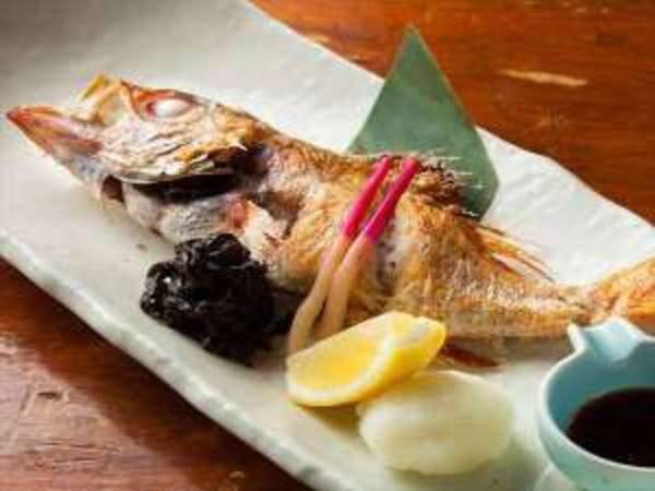 【音羽屋旅館】越後湯沢駅に程近い静かな環境。 食事は女将手製の日替わりデザートを始めとする宿自慢の創作料理の数々。