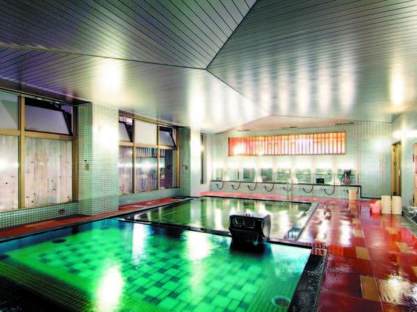 【大浴場】肌に優しい温泉を源泉かけ流し、身体の芯からじんわり、ほっこりと温まる