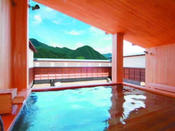 【露天風呂】越後連山を望む湯船で加水・加温せずの源泉100%かけ流し湯を満喫