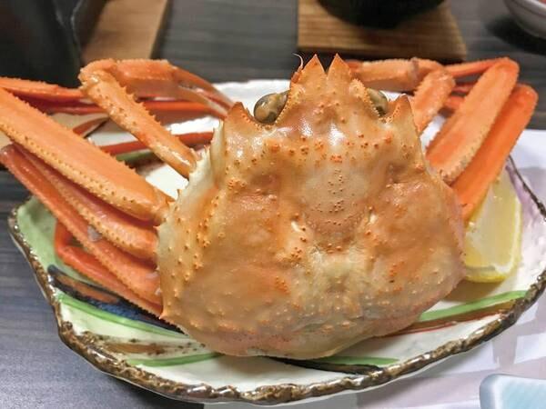 【あわび・舟盛・紅ずわい蟹会席/例】紅ずわい蟹は1人一杯つきます