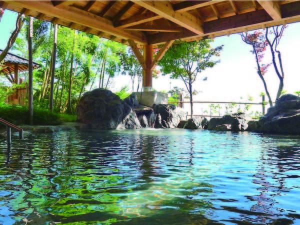 【露天風呂】人気の露天風呂をはじめ、薬草湯・内湯・陶器風呂・ジェットバス(男性のみ)・塩サウナなど