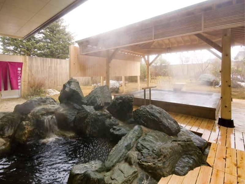 【大浴場】寝湯や薬湯、サウナなど完備。美肌効果も期待できる湯が注ぐ