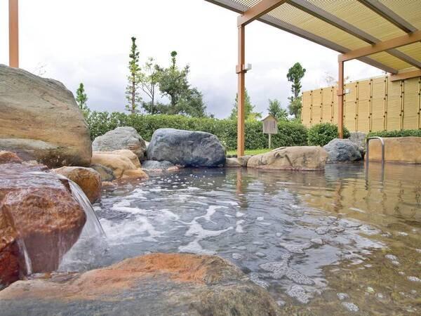 【露天風呂※露天風呂のみ温泉】2つの水源をつ両水源の特性をあわせもった温泉は低温でゆっくり愉しめる