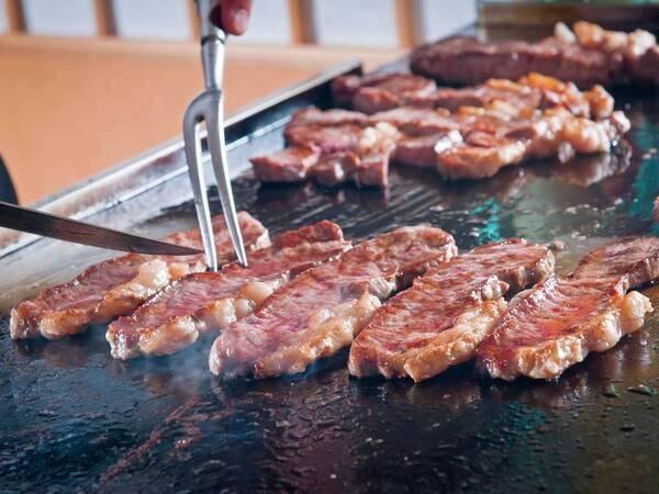 【季節替わりバイキング/例】牛肉の鉄板焼きは出来立て熱々を!