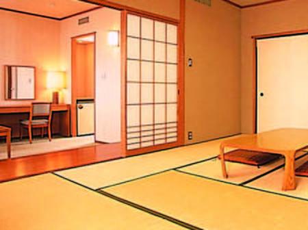 10畳+16平米で定員4名のゆったり和室へご案内/一例