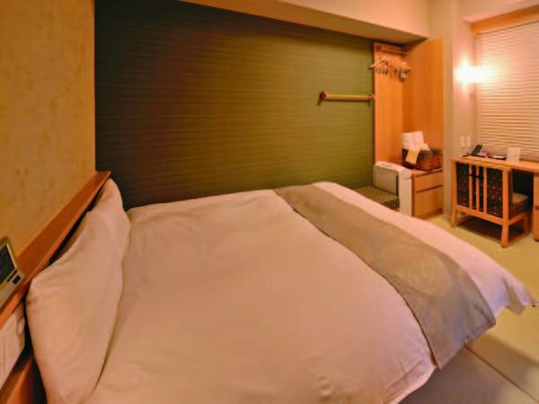 【16㎡ダブル/例】天然温泉檜風呂付なので部屋でも温泉を堪能できる!