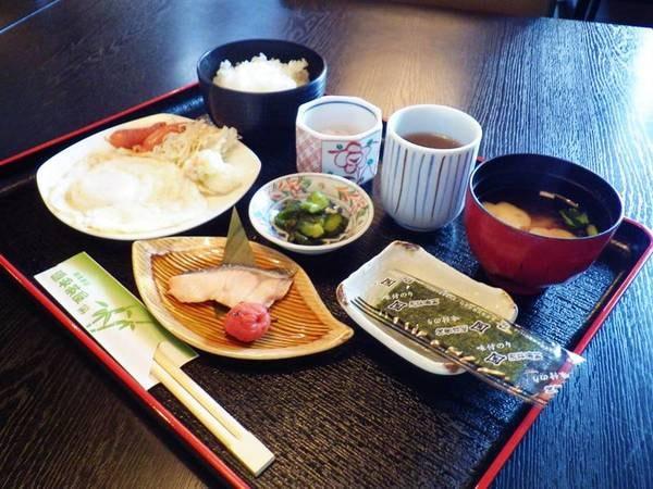 【朝食一例】温かいお味噌汁にご飯がほっこり嬉しい。