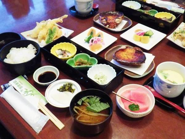 【会席一例:梅】旬の食材を厳選した料理長こだわりのメニューが人気♪