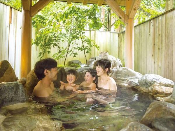 本館1階、貸切露天風呂 岩の湯