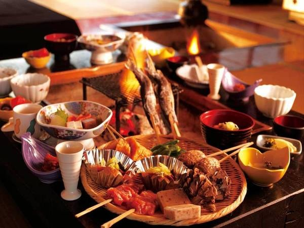 【白山の恵み・いろり炭火膳/2名分例】A5ランクの飛騨牛や岩魚、旬の野菜などを堪能!