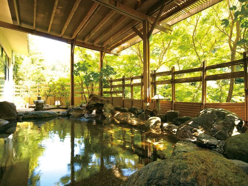 【露天風呂】鶴仙渓を望む絶景露天風呂