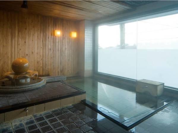 【大浴場】七尾湾を一望。遠くにツインブリッジも望む