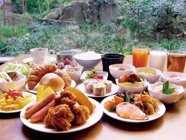 【朝食/例】約50種の和洋朝食バイキングをご用意!※日によってはセットメニューの場合もあり