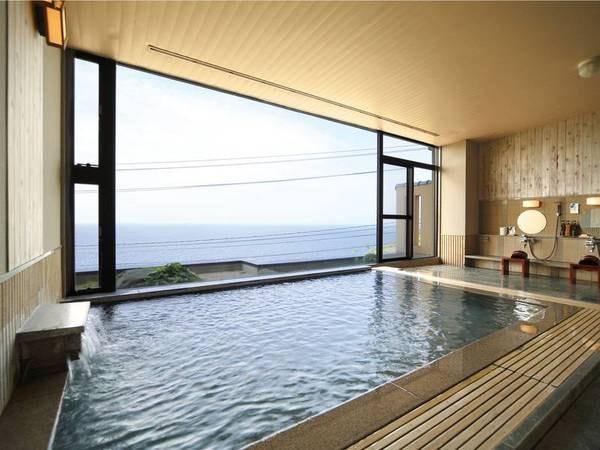 【展望風呂/風見の湯】視界いっぱいに広がる空と海に水平線が美しい
