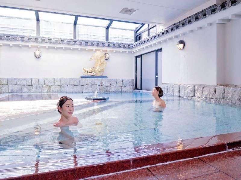 【大浴場 朝倉門】落ち着いた雰囲気と威風堂々とした大浴場