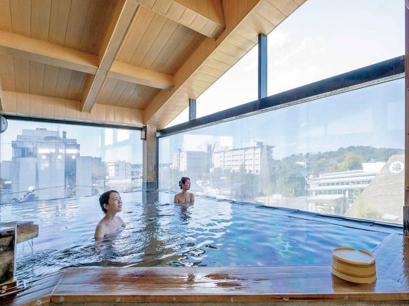 【展望露天風呂ひのき】ドライサウナ併設、その他にも大浴場や露天風呂、別館の湯めぐりも無料!
