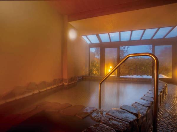 【庭園半露天風呂】庭園を望む半露天風呂