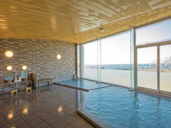 【大浴場】日本海に沈む夕日を眺める贅沢