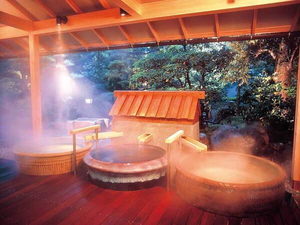【殿方の湯/夢殿】陶器風呂はひとつひとつ違った色・形を愉しめる
