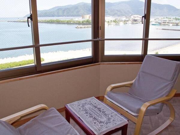 【客室眺望/一例】穏やかな海を眺めながら一息