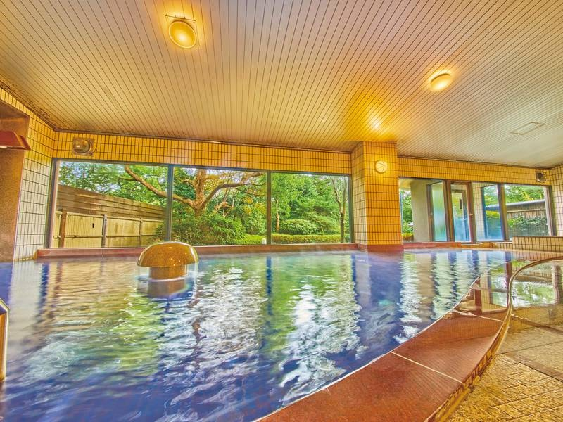 【大浴場】寝湯、超音波風呂、檜風呂など種類豊富な大浴場