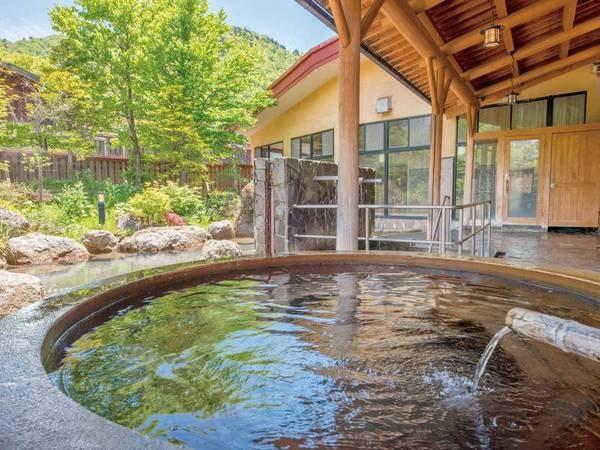 【釜風呂】湯の花舞う浴槽は源泉かけ流しの証!