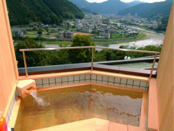 【露天風呂付客室/例】下呂の街並みを見下ろすかけ流し露天風呂付の和室