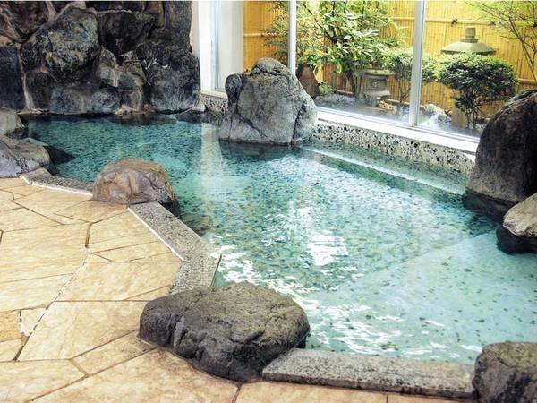 湧き出したままで成分を損なわない源泉が、常に浴槽に注がれます