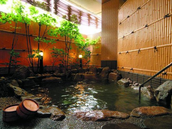 【ホテル花更紗】美容液のようなつるりとした肌触りの湯。恵那山の麓、観光地「馬籠宿」からも近い宿