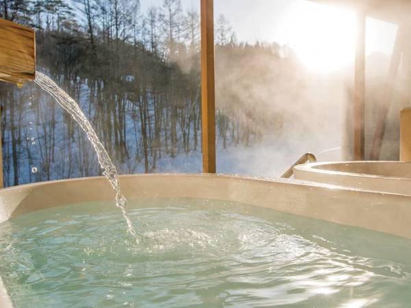 【冬の雪見露天】地下1,300mから湧き出る100%天然の新鮮な温泉水をそのまま浴槽に注ぎ込む