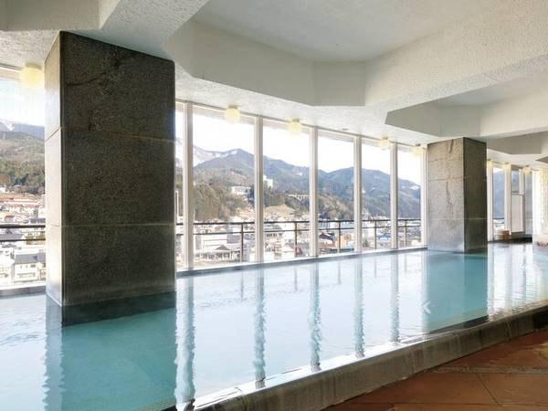【展望大浴場】下呂温泉の街並みやひだの山々を一望