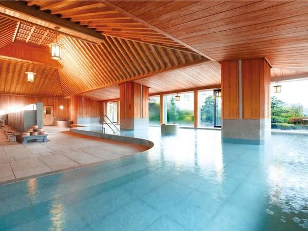 【下留の湯】天井・壁が檜造りの大浴場