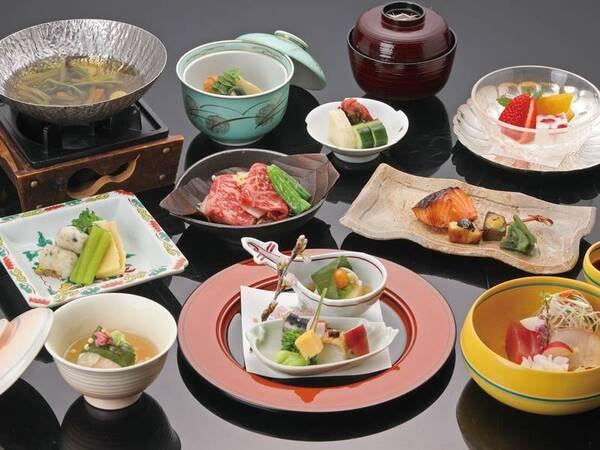 【夕食】 四季折々の地元の味を丁寧に調理した心づくしの和会席をお部屋にて/例